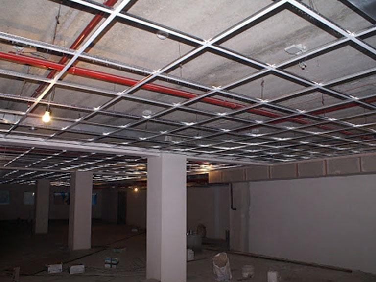 Монтаж-подвесных-потолков